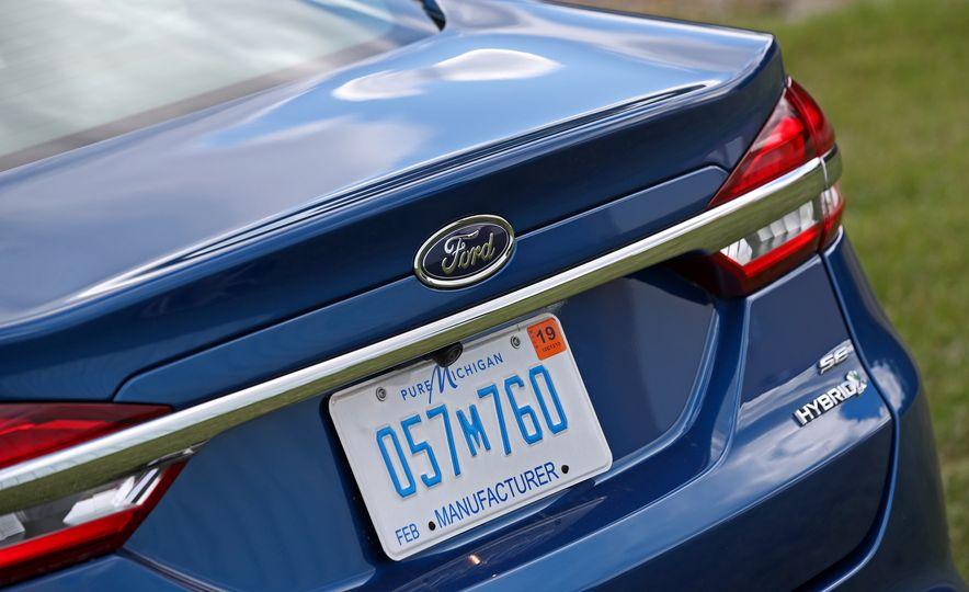 2017 Ford Fusion Hybrid - Slide 27