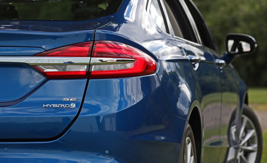 2017 Ford Fusion Hybrid - Slide 28