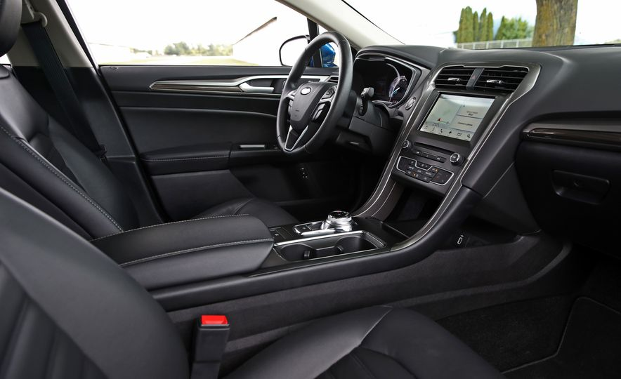 2017 Ford Fusion Hybrid - Slide 31