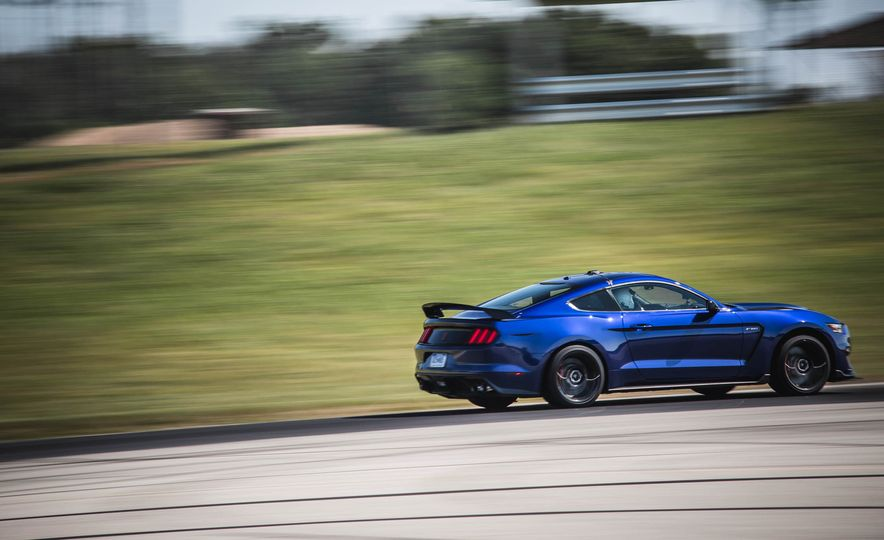 2017 Ford Mustang Shelby GT350 - Slide 10