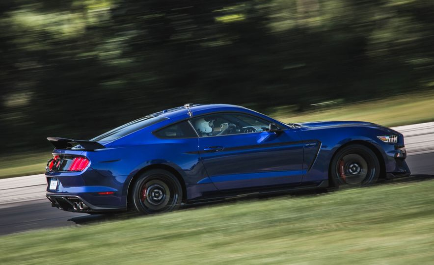 2017 Ford Mustang Shelby GT350 - Slide 11