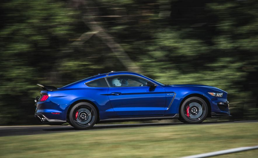 2017 Ford Mustang Shelby GT350 - Slide 12