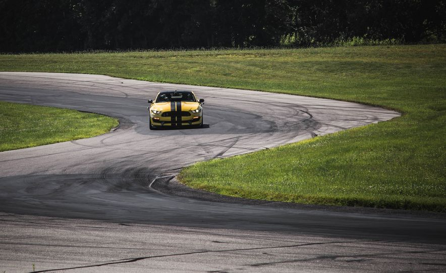 2017 Ford Mustang Shelby GT350 - Slide 15