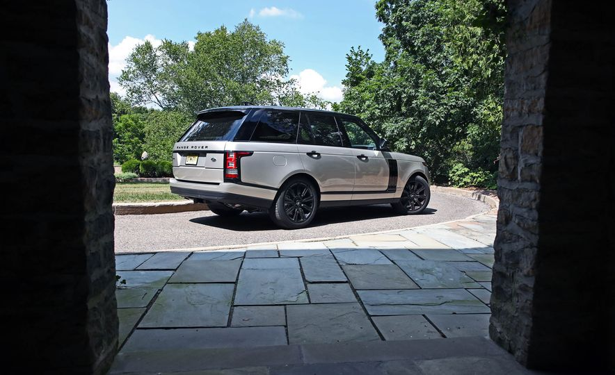 2017 Land Rover Range Rover Supercharged SWB - Slide 25