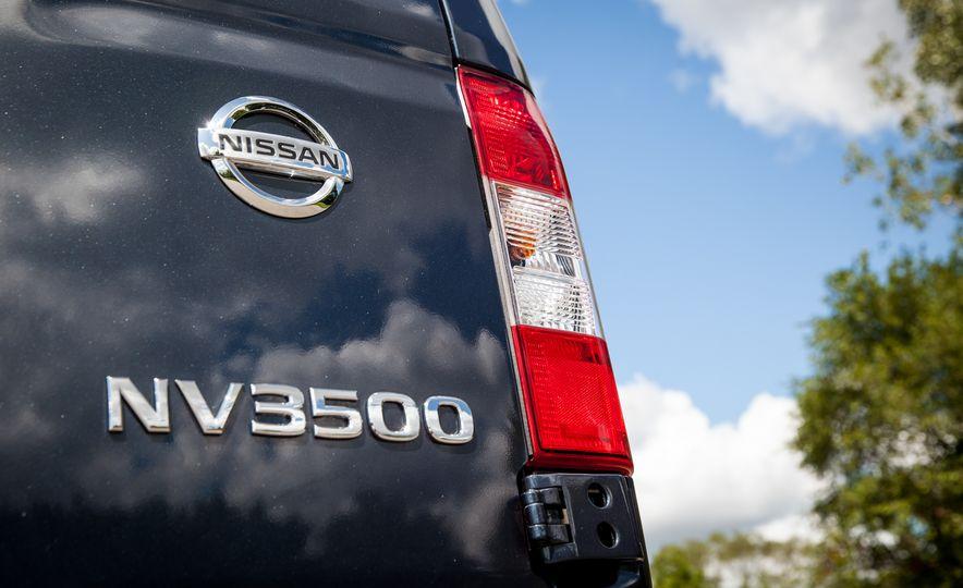 2017 Nissan NV3500 Cargo High Roof - Slide 19