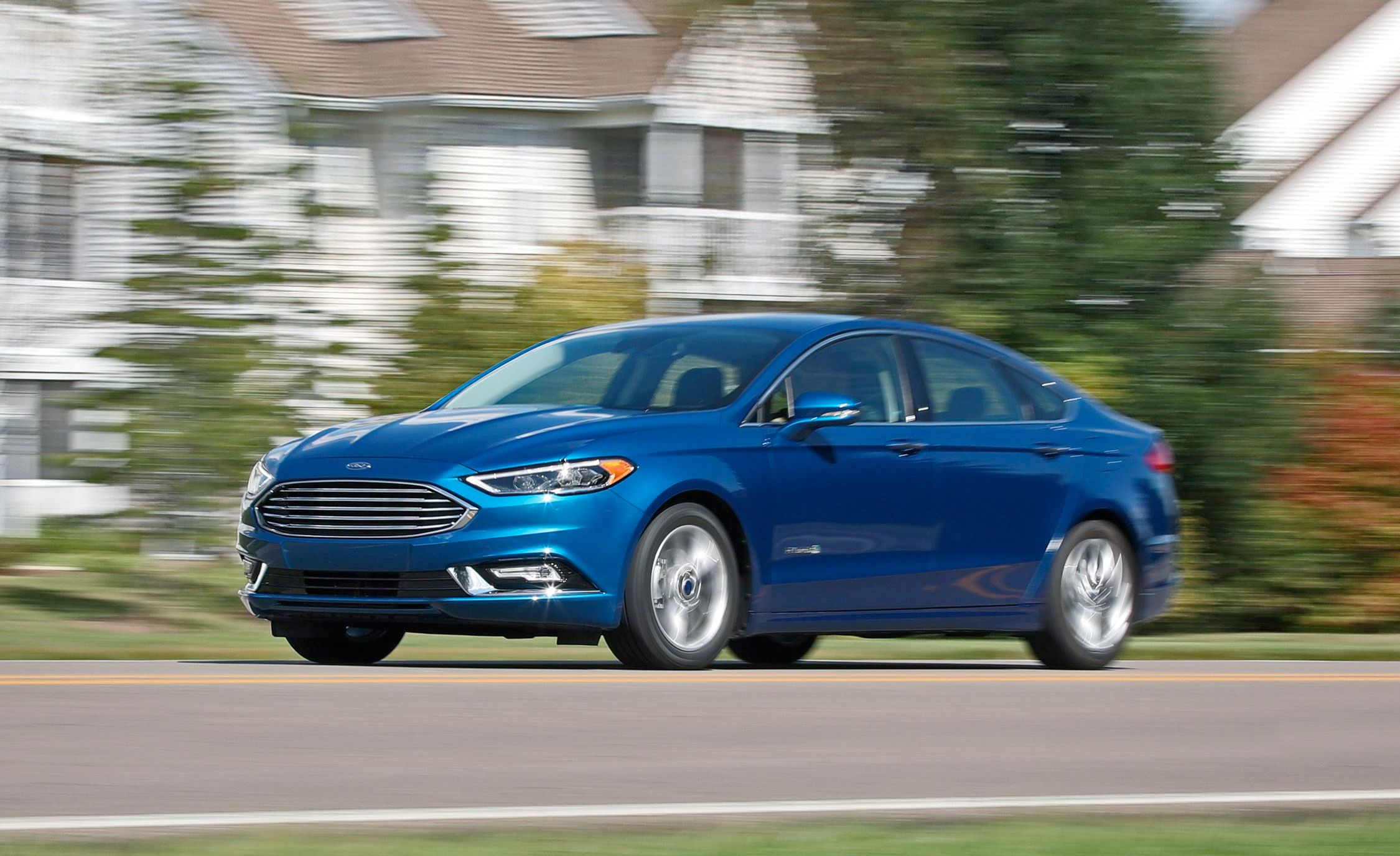 2017 Ford Fusion Hybrid Test Review