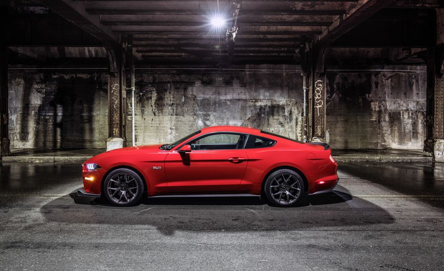 2018 Ford Mustang GT with Performance Pack Level 2 - Slide 6