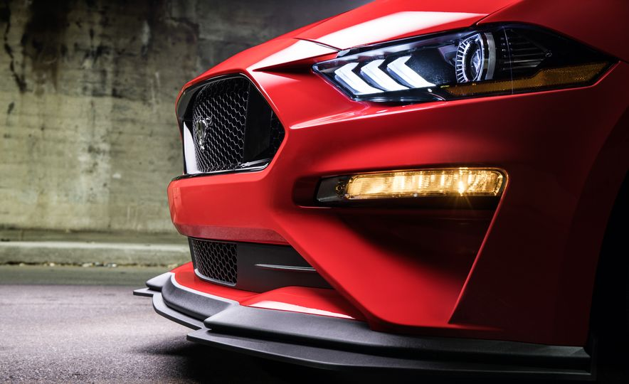 2018 Ford Mustang GT with Performance Pack Level 2 - Slide 7