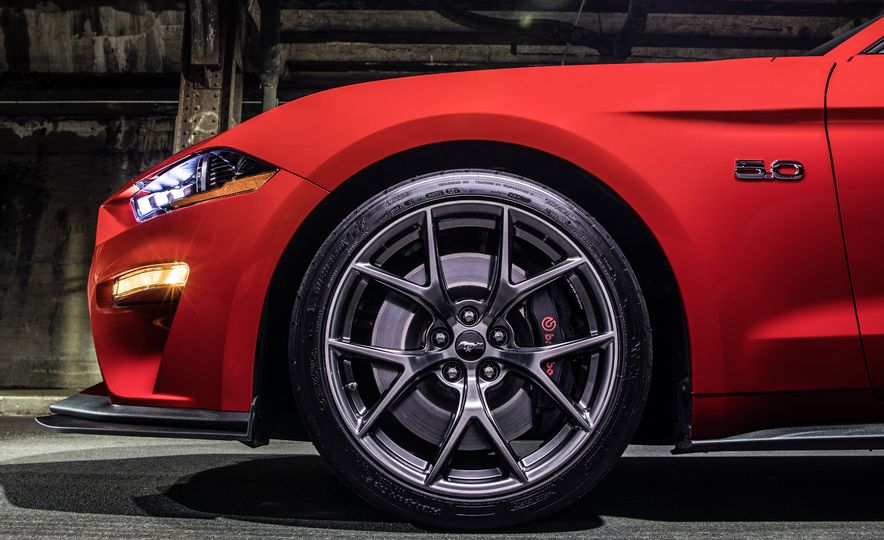 2018 Ford Mustang GT with Performance Pack Level 2 - Slide 9