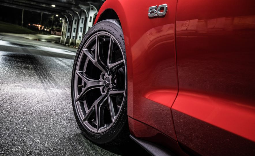 2018 Ford Mustang GT with Performance Pack Level 2 - Slide 10