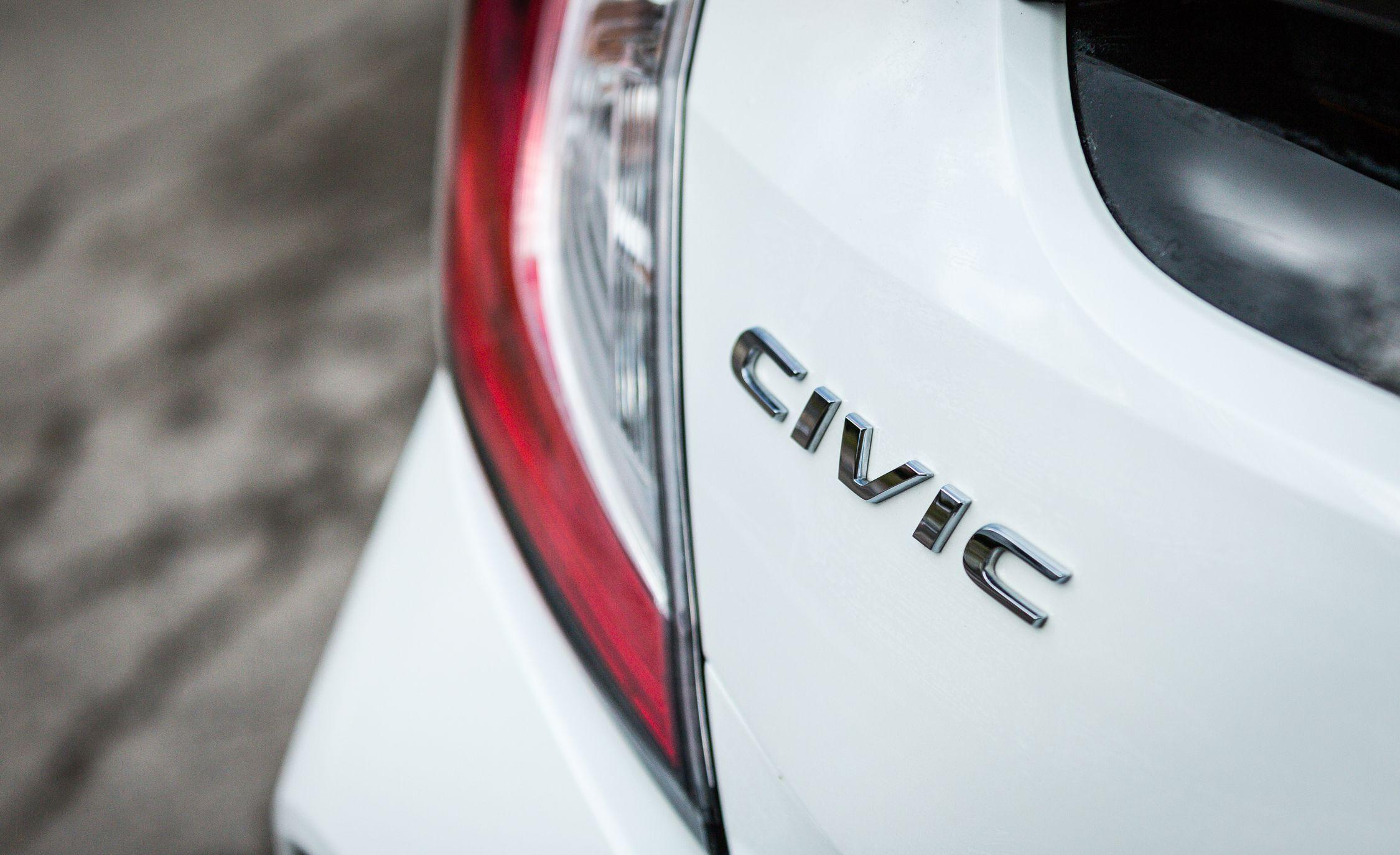 2017 Honda Civic hatchback Photo Gallery
