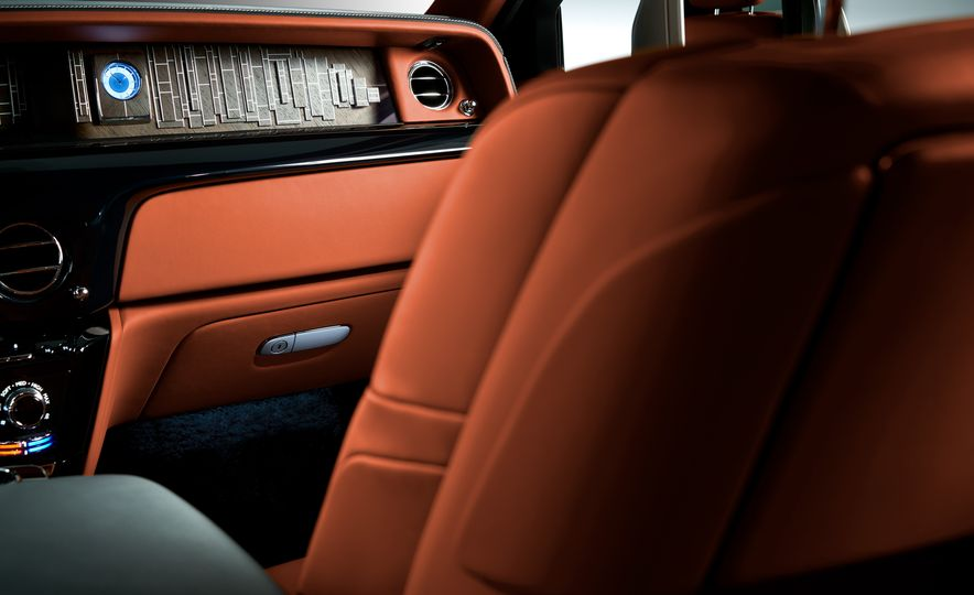 2018 Rolls-Royce Phantom VIII - Slide 6
