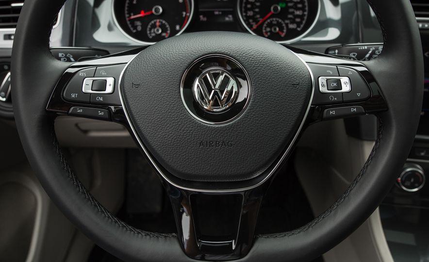 2018 Volkswagen Golf - Slide 36