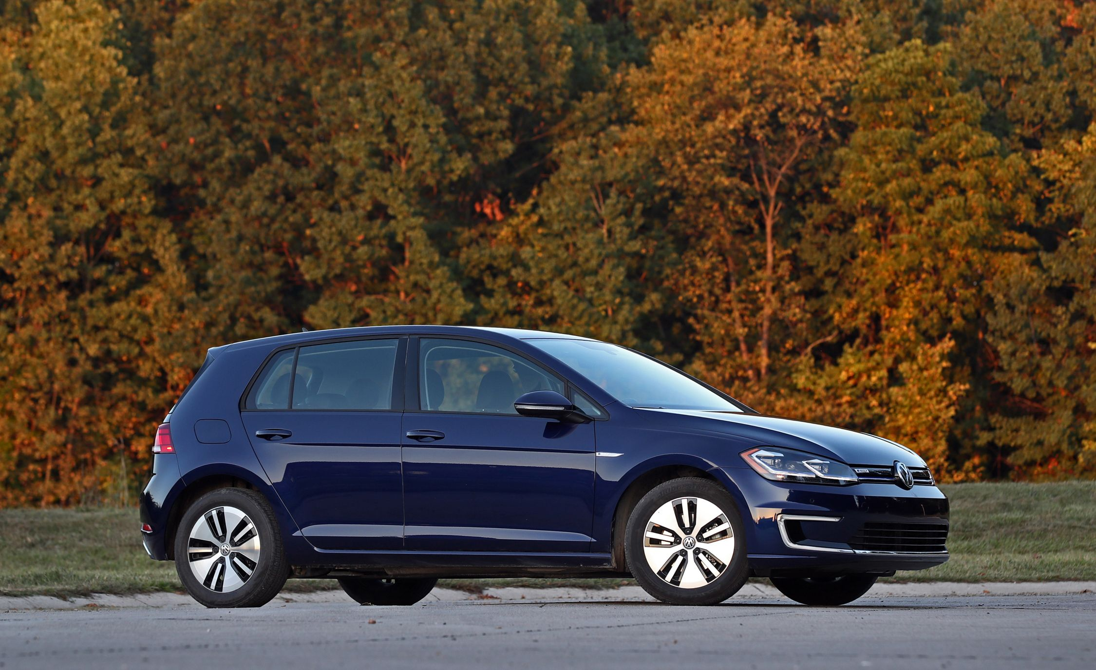 2019 Volkswagen E Golf Reviews Price Photos And Specs Car Driver