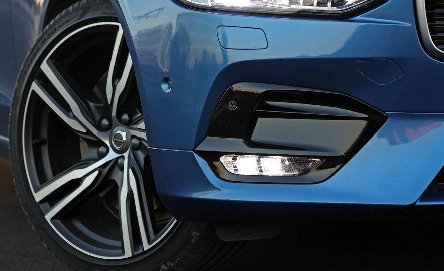 2018 Volvo V90 T6 R Design AWD - Slide 22