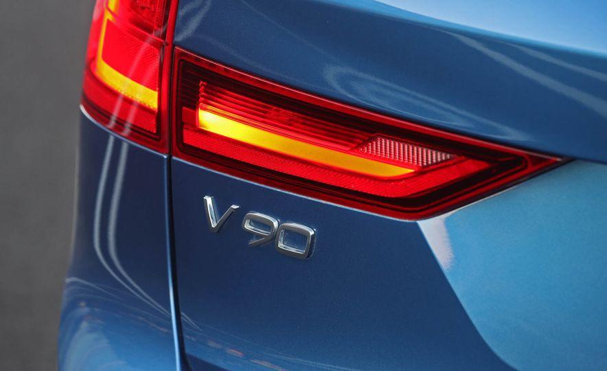 2018 Volvo V90 T6 R Design AWD - Slide 28