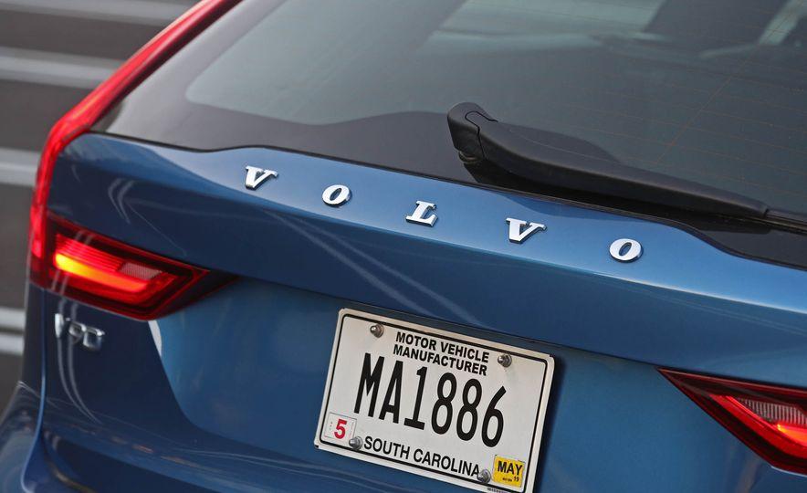 2018 Volvo V90 T6 R Design AWD - Slide 29