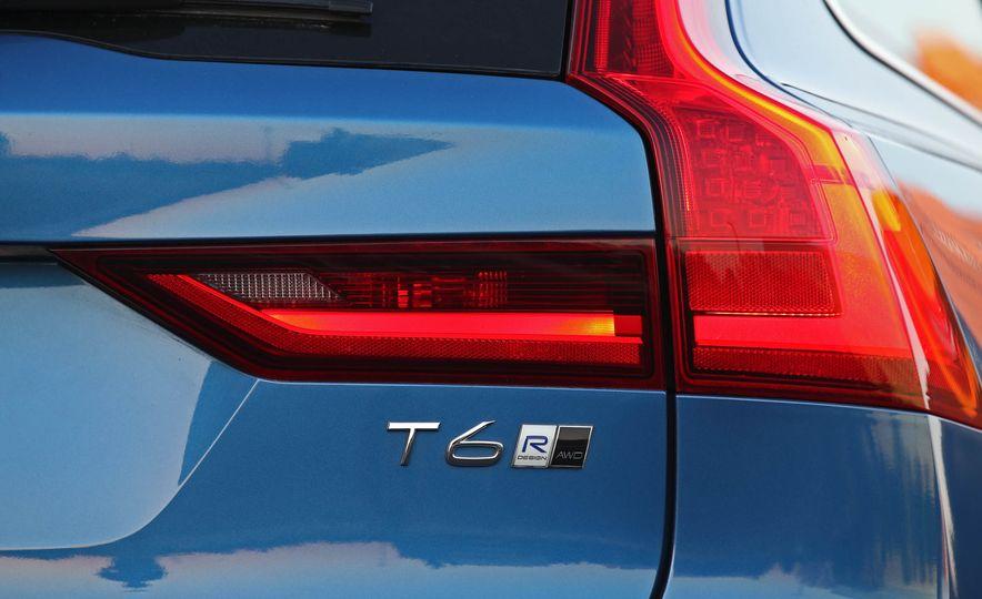 2018 Volvo V90 T6 R Design AWD - Slide 30