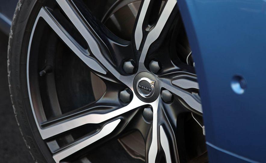 2018 Volvo V90 T6 R Design AWD - Slide 33