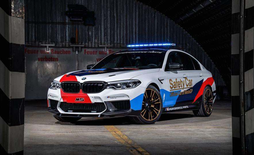 BMW M5 MotoGP Safety Car - Slide 1