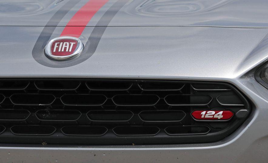 2017 Fiat 124 Spider - Slide 35
