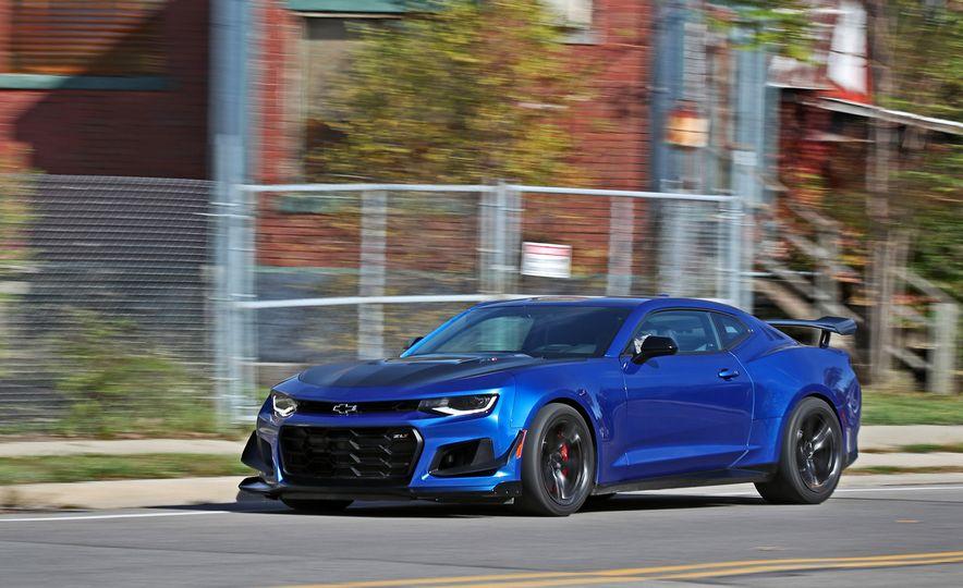 2018 10Best Cars - Slide 39