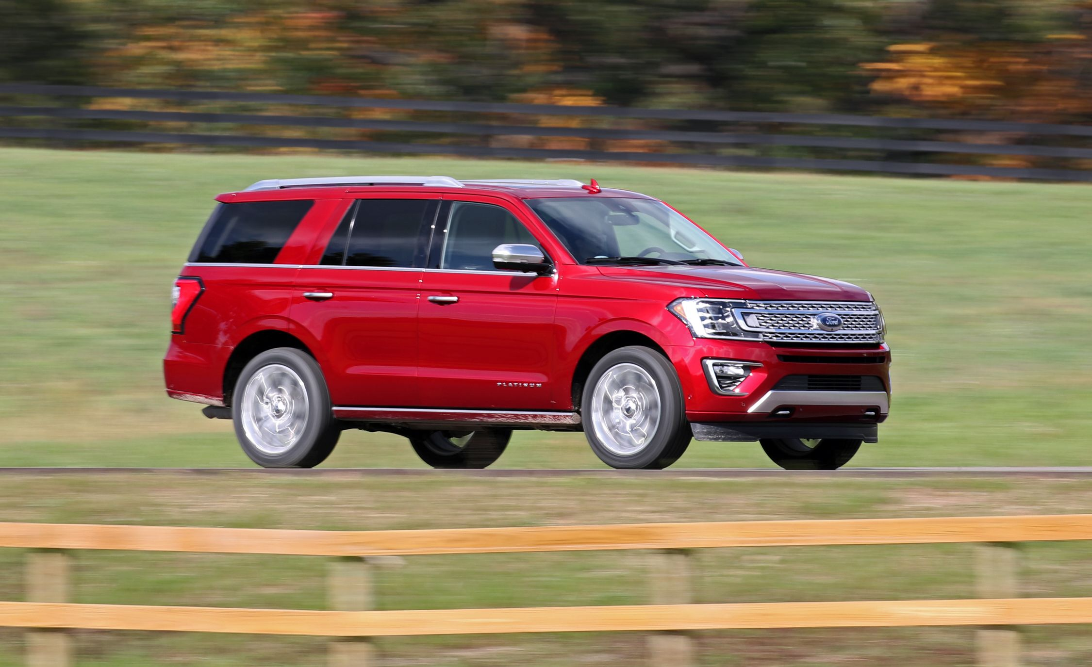 Ford Expedition Expedition Max Reviews Ford Expedition Expedition Max Price Photos And Specs Car And Driver