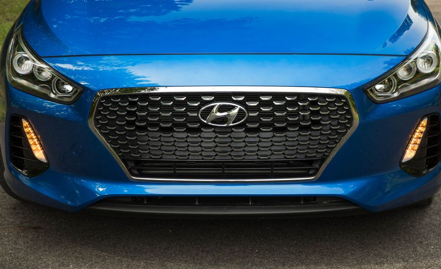 2018 Hyundai Elantra GT Sport - Slide 12