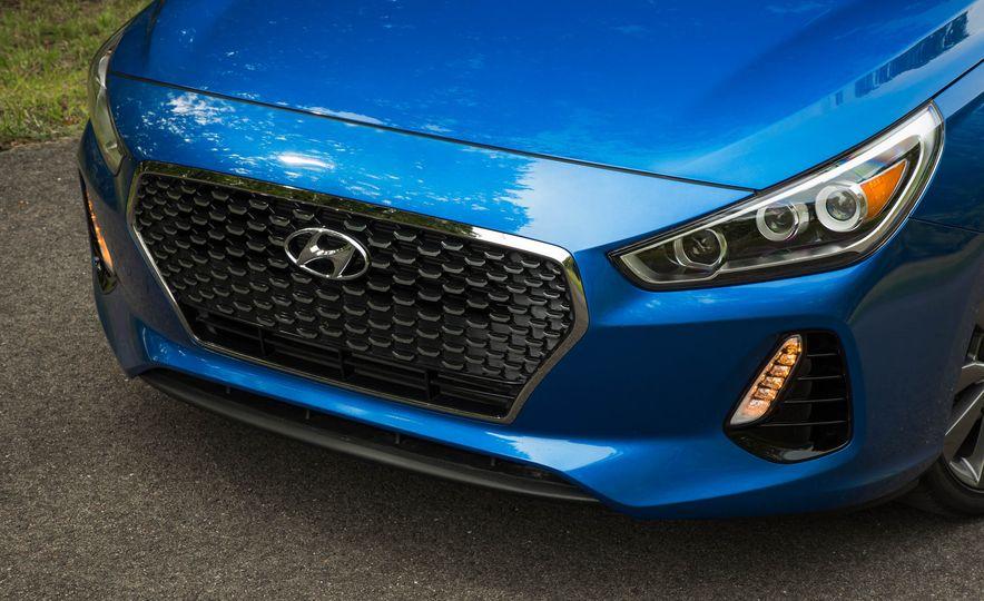 2018 Hyundai Elantra GT Sport - Slide 14