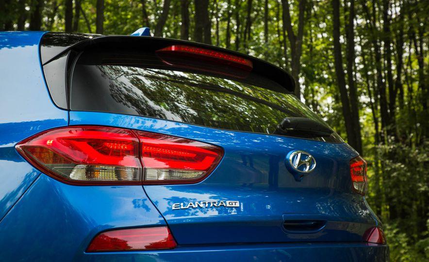 2018 Hyundai Elantra GT Sport - Slide 16
