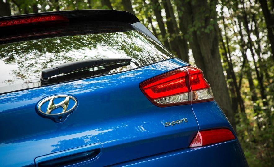 2018 Hyundai Elantra GT Sport - Slide 17
