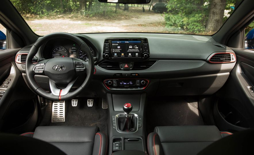 2018 Hyundai Elantra GT Sport - Slide 21