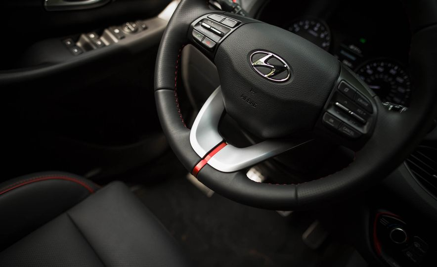 2018 Hyundai Elantra GT Sport - Slide 24