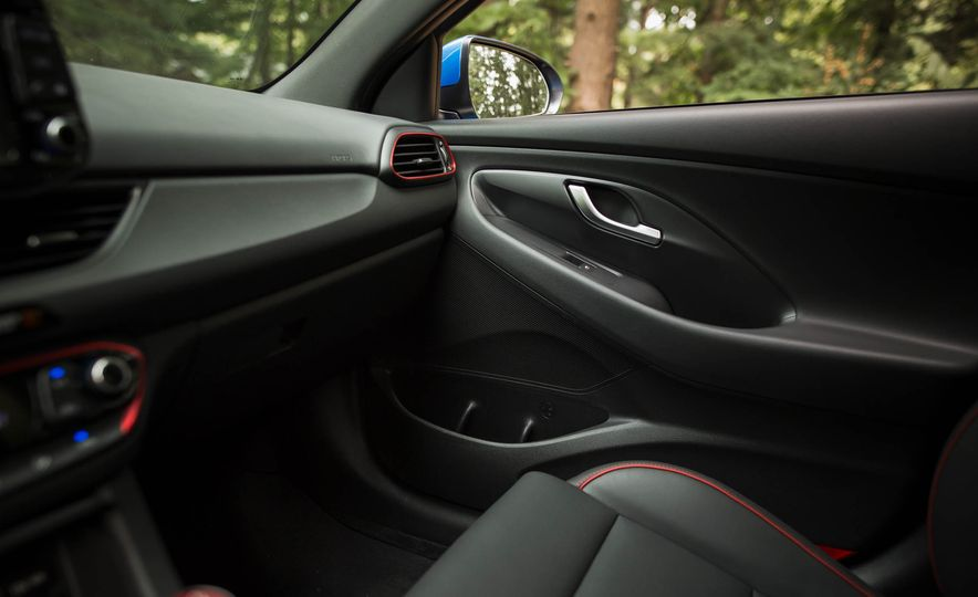 2018 Hyundai Elantra GT Sport - Slide 40