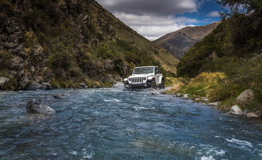 2018 Jeep Wrangler Sport - Slide 28