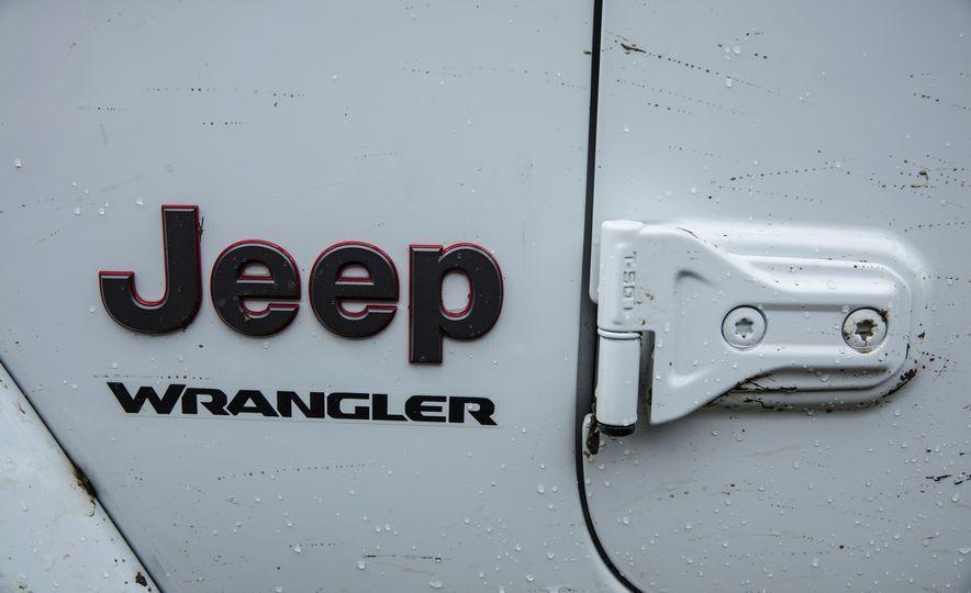 2018 Jeep Wrangler Sport - Slide 32