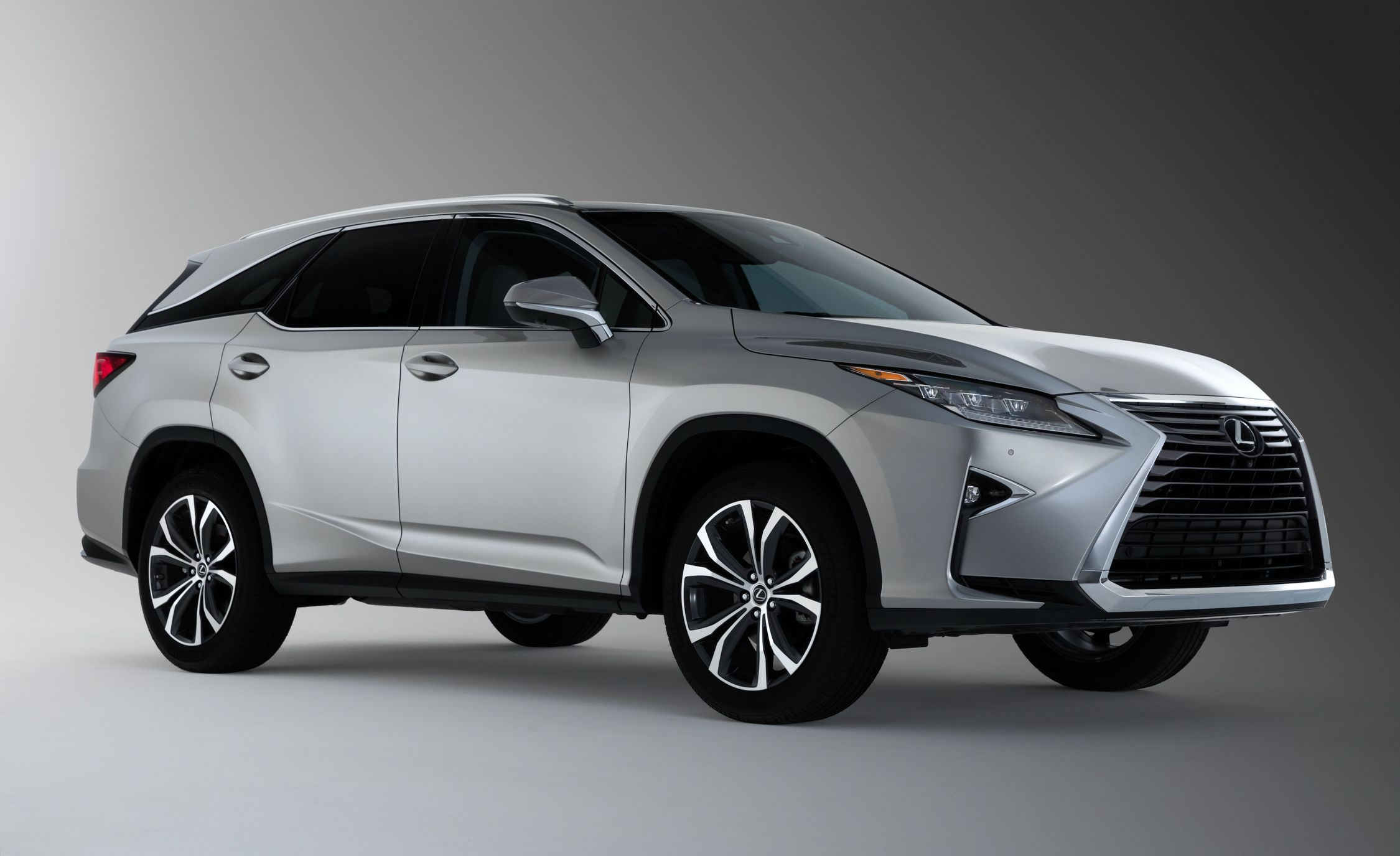 https://hips.hearstapps.com/amv-prod-cad-assets.s3.amazonaws.com/wp-content/uploads/2017/11/2018-Lexus-RX-L-350-101.jpg