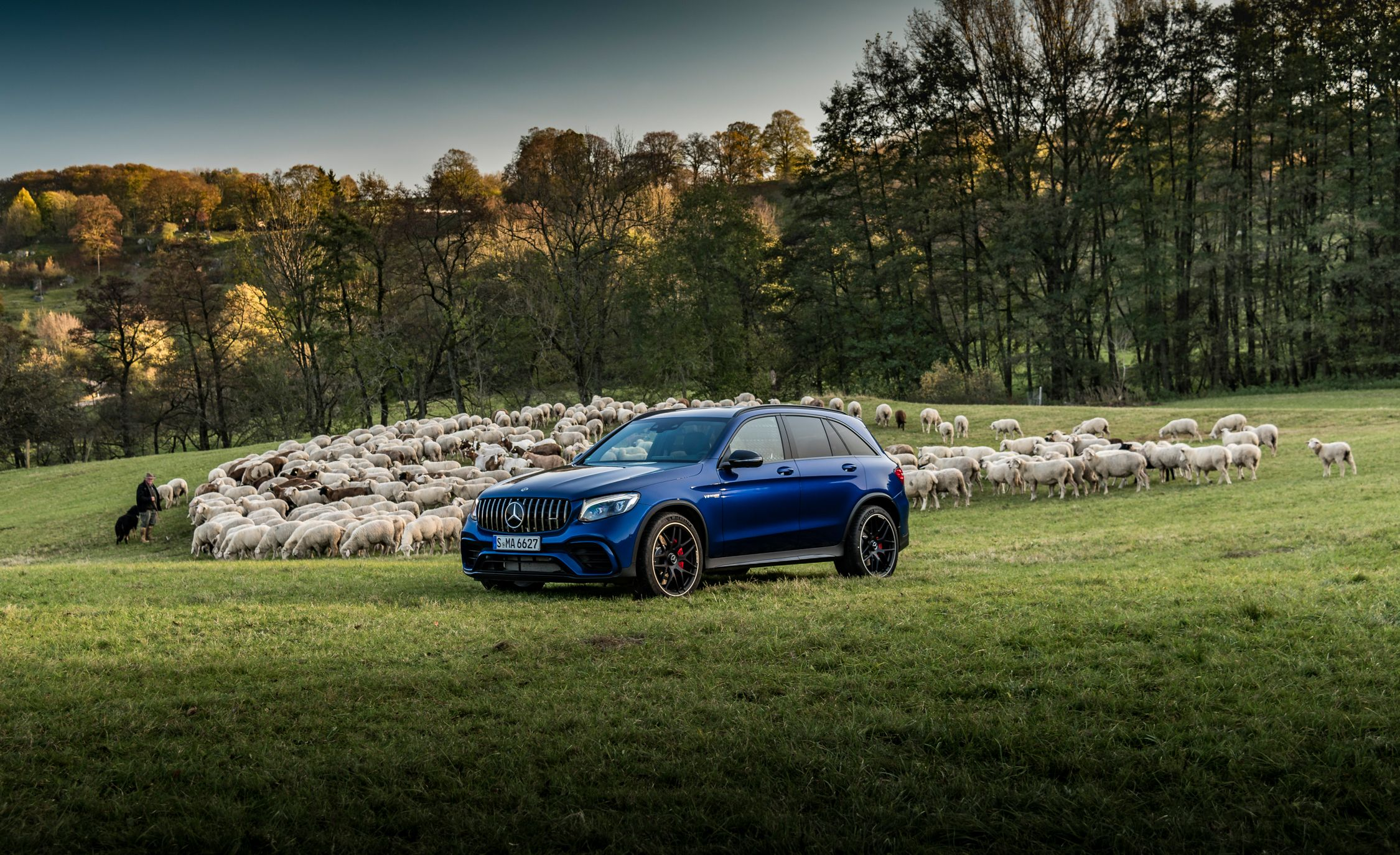 https://hips.hearstapps.com/amv-prod-cad-assets.s3.amazonaws.com/wp-content/uploads/2017/11/2018-Mercedes-AMG-GLC63-SUV-and-Coupe-113-2.jpg