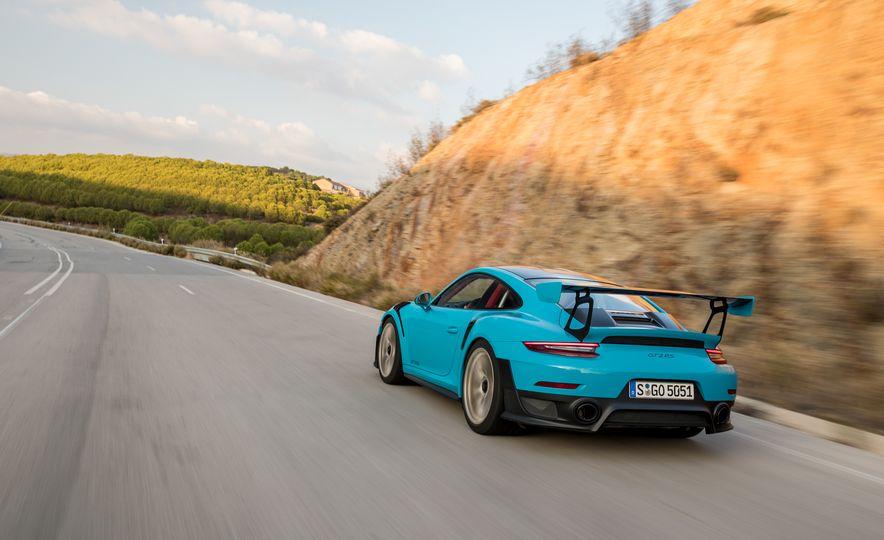 2018 Porsche 911 GT2 RS - Slide 5
