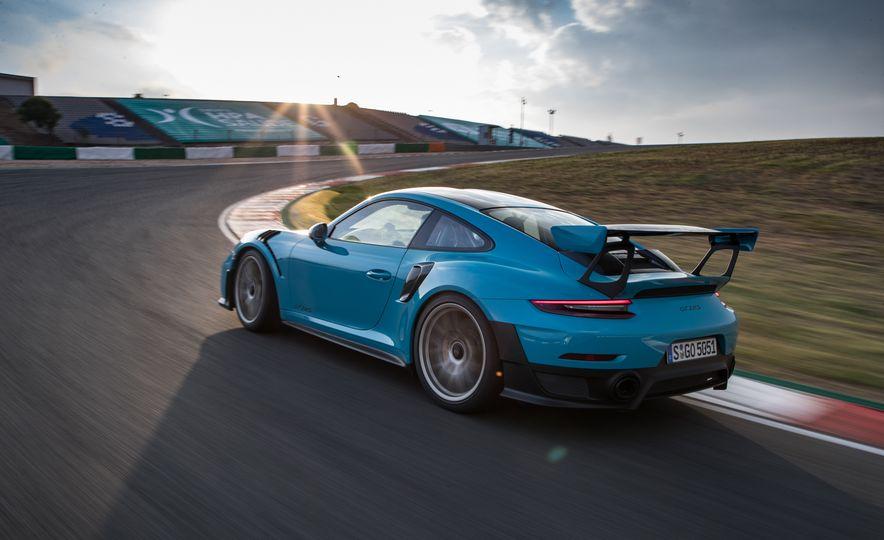 2018 Porsche 911 GT2 RS - Slide 11