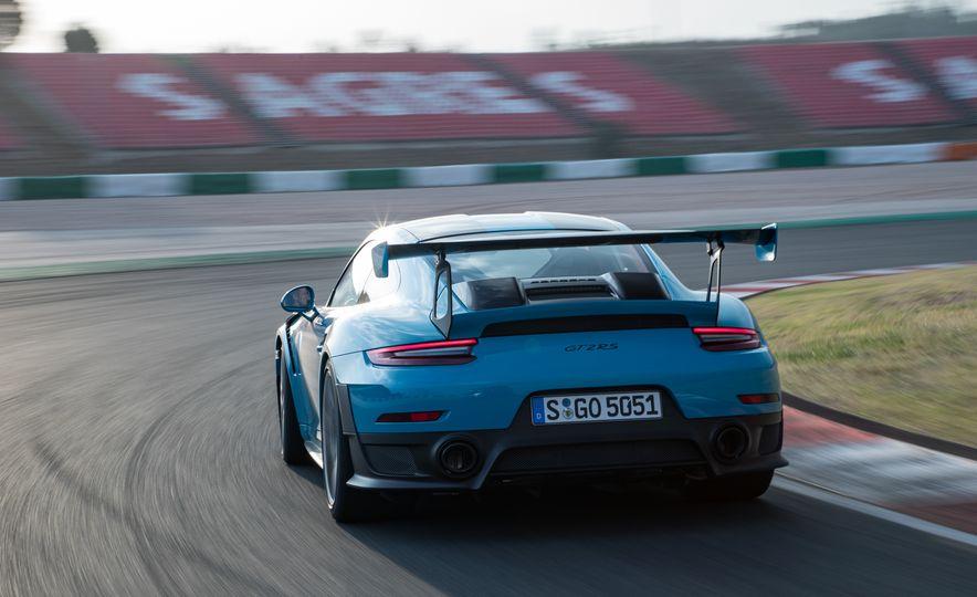 2018 Porsche 911 GT2 RS - Slide 13