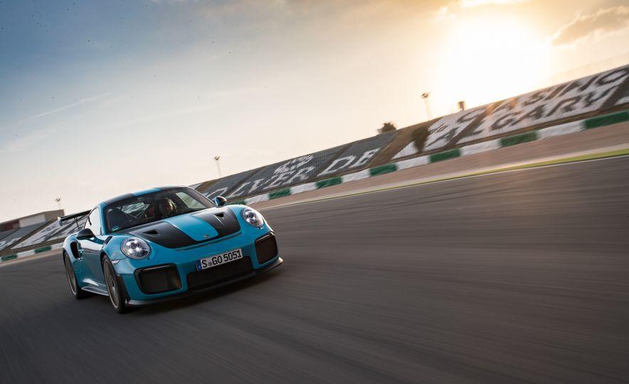 2018 Porsche 911 GT2 RS - Slide 16