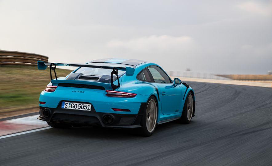 2018 Porsche 911 GT2 RS - Slide 18