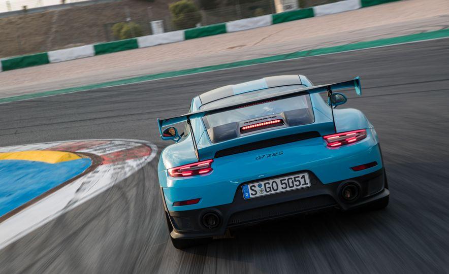 2018 Porsche 911 GT2 RS - Slide 19