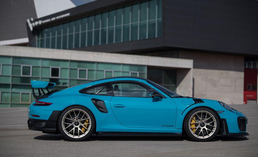 2018 Porsche 911 GT2 RS - Slide 25