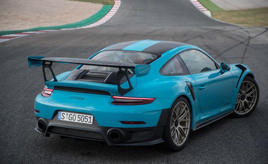 2018 Porsche 911 GT2 RS - Slide 27