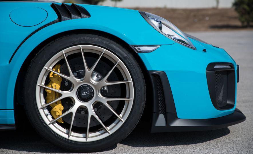 2018 Porsche 911 GT2 RS - Slide 34