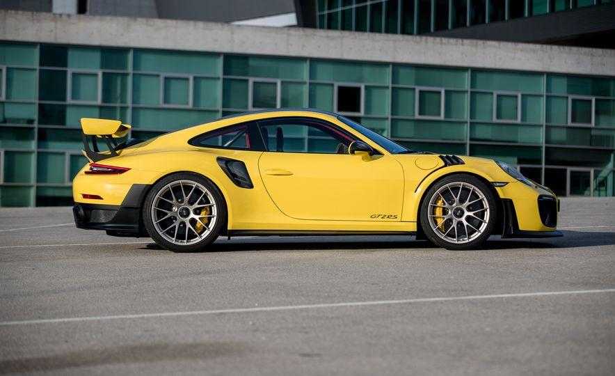 2018 Porsche 911 GT2 RS - Slide 53