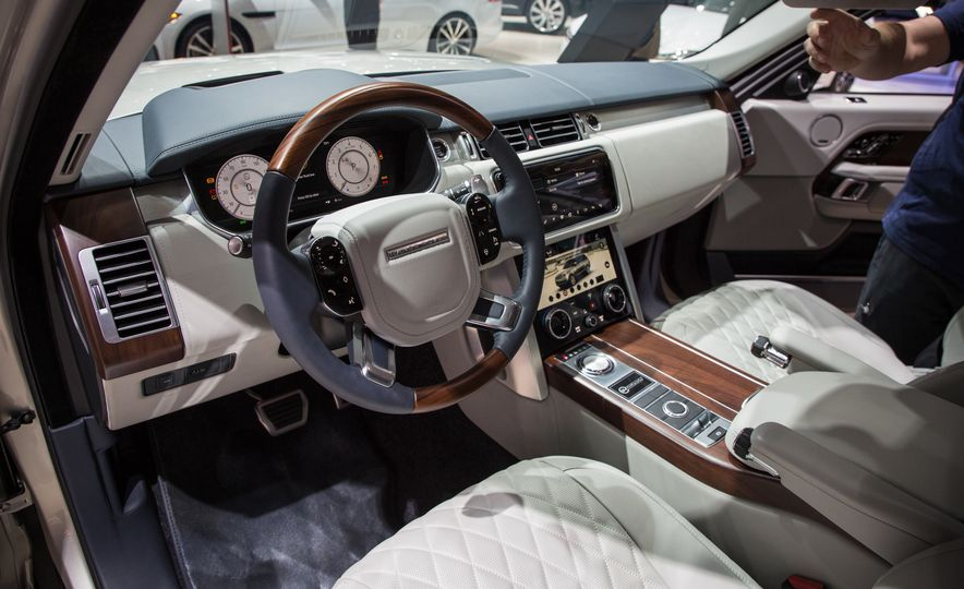 2018 Land Rover Range Rover SVAutobiography LWB - Slide 27