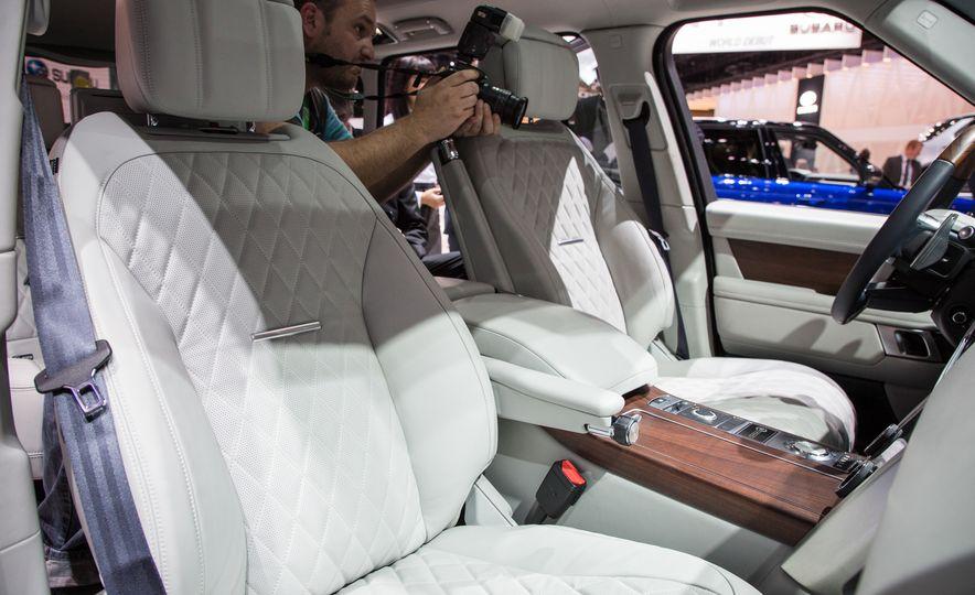 2018 Land Rover Range Rover SVAutobiography LWB - Slide 30